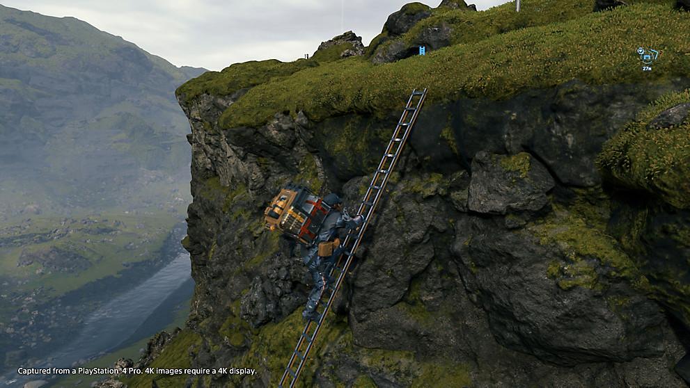 主人公が梯子を登っている