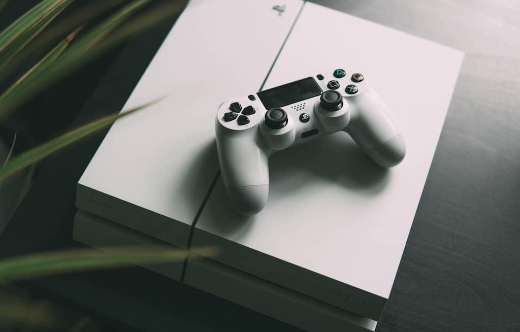 PS4とコントローラー